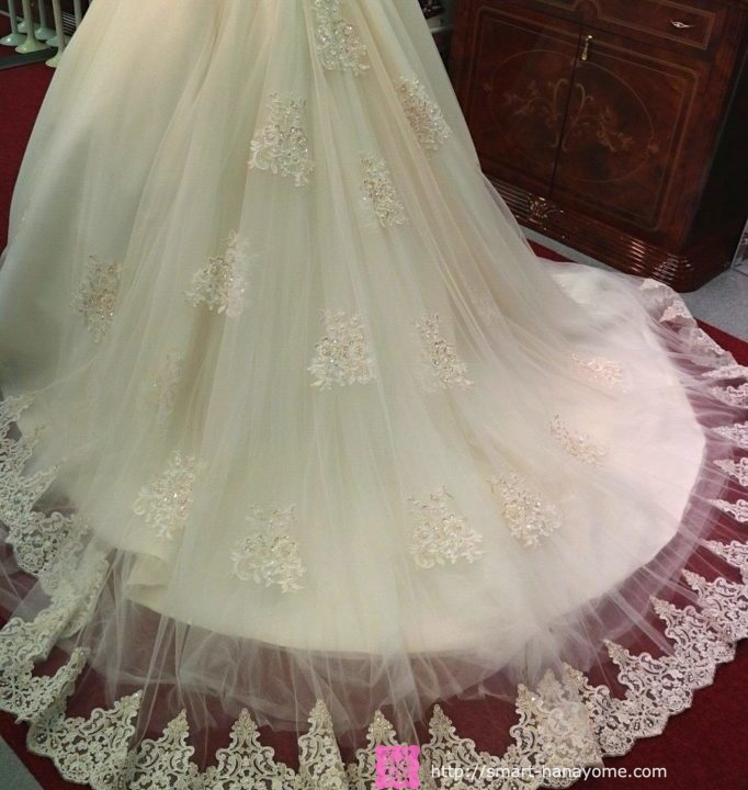 アトリエアンのウェディングドレス ルミエール